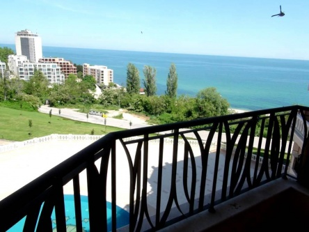 2-bed seaview apartment near Golden Sands
