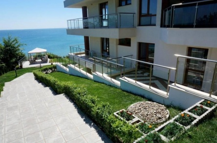 Beach apartment with private garden