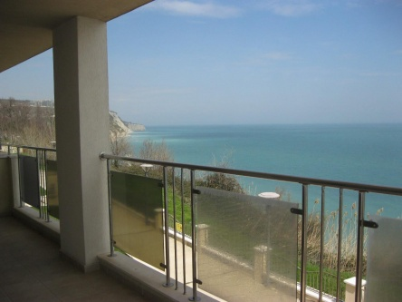 Beachfront 3-bedroom apartment for sale in Bulgaria