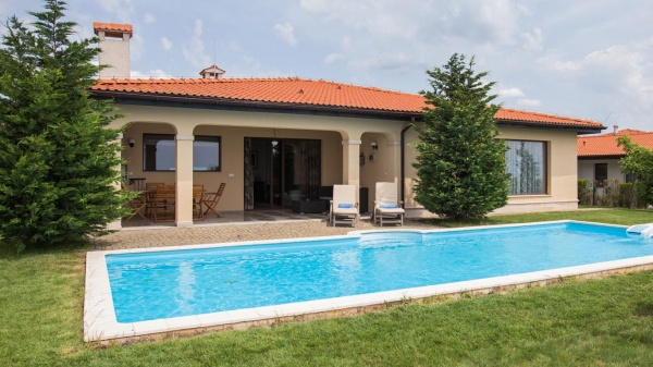 Modern 4 bed villa for sale at Black Sea Rama golf course