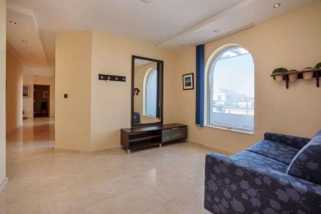 Exclusive 3-bedroom penthouse near beach