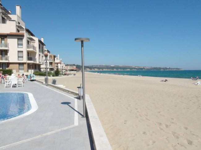 Two bedroom beachfront apartment at low price