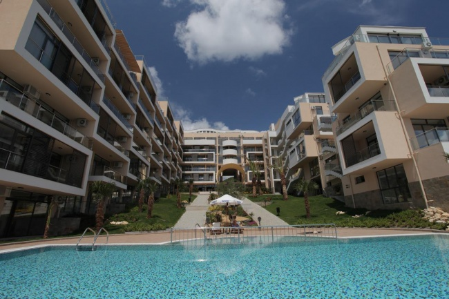 Exclusive condos for sale in St Vlas beachfront development Dolce Vita 2