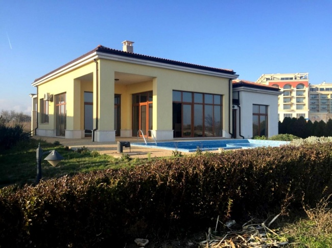 Exclusive 3 bedroom bungalow for sale at Lighthouse golf resort Bulgaria