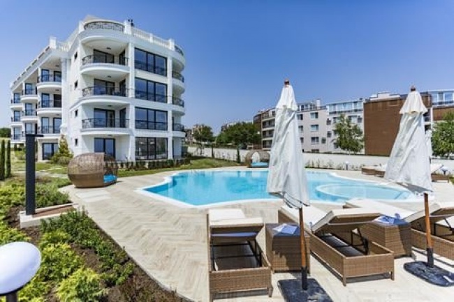 Superb 2 bedroom ground floor apartment with sea view in Bulgaria