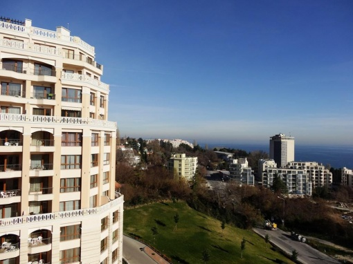 Furnished 1-bed apartment great seaviews