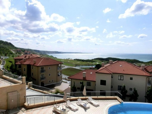 2-bed apartment in golf development in Bulgaria