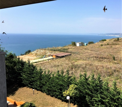 Spacious 1 bedroom apartment with sea views for sale